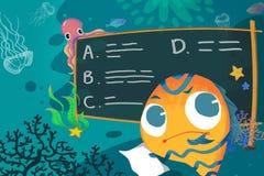 Illustrazione per i bambini: Nella scuola del mare, il poco pesce sta pensando come fare questo compito Fotografia Stock Libera da Diritti