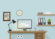 Illustrazione piana del posto di lavoro con il monitor, lampada, scaffali Fotografia Stock Libera da Diritti