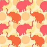 Illustrazione senza cuciture del fondo del modello della siluetta rosa arancione dell'elefante Fotografia Stock
