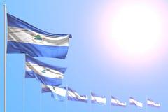 Illustrazione sveglia della bandiera 3d di festa - molte bandiere del Nicaragua hanno disposto diagonale con il fuoco selettivo e royalty illustrazione gratis