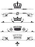 Illustrerad uppsättning av kungliga kronor Arkivfoto