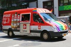 Illy的coffee van durinng LGBT骄傲游行在纽约 免版税图库摄影