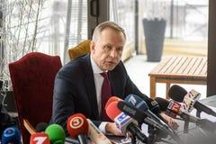 Ilmars Rimsevics, gubernator Środkowy bank iść konferencja prasowa Latvia zdjęcie royalty free