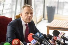 Ilmars Rimsevics, gubernator Środkowy bank iść konferencja prasowa Latvia zdjęcia royalty free