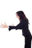 Ilsken affärskvinna som skriker till en sida Royaltyfri Foto