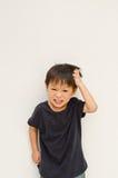 ilsken asiatisk bakgrundspojkewhite royaltyfri fotografi