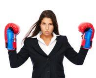 Ilsken boxning för affärskvinna Arkivfoton