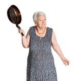 Ilsken gammal kvinna med en panna Arkivfoton