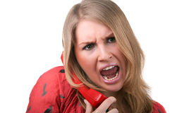 Ilsken kvinna som ropar till telefonen Arkivfoto