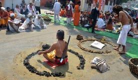 Ilsken Naga Sadhu eller Nacked munk med vapnet Royaltyfri Foto