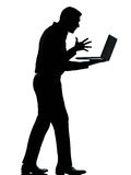 ilsken silhouette för datorbärbar datorman en Fotografering för Bildbyråer