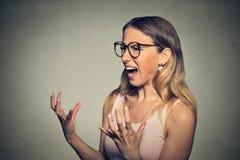 ilsken skrikig kvinna Arkivfoton