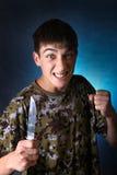 Ilsken tonåring med kniven Royaltyfri Foto