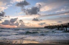 Ilsket hav på soluppgången Arkivfoto