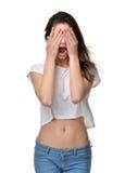 Ilsket skrika frustrerat stänger skrika för kvinna ut högt och ögon royaltyfri fotografi
