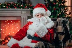 Ilskna Santa Claus royaltyfria foton