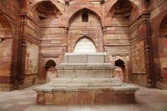 Iltutmishgraf in het complex van Qutub Minar royalty-vrije stock foto