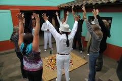 ILUMAN, ECUADOR, SEPTEMBER15: Niet geïdentificeerde Medicijnman p Stock Fotografie