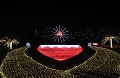 Iluminação bonita que mostra a bandeira de Barém na 42nd celebração do dia nacional em Barém Imagens de Stock Royalty Free