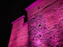 Iluminação colorida do castelo na noite imagens de stock royalty free