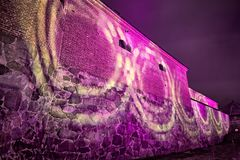 Iluminação colorida do castelo na noite foto de stock