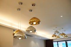 Iluminação conduzida moderna do candelabro foto de stock royalty free