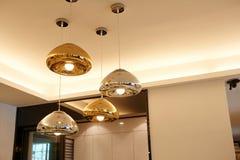 Iluminação conduzida moderna do candelabro fotos de stock royalty free