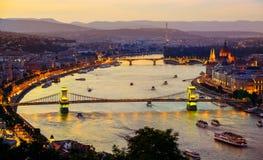 Iluminação da cidade de Budapest imagens de stock royalty free