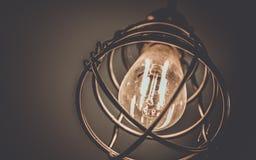 Iluminação da gaiola do metal do teto do vintage foto de stock