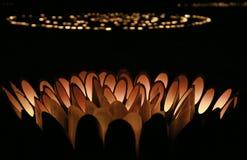 Iluminação da luz da vela no bambu foto de stock