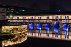 Iluminação da noite da barragem Vauban em Strasbourg, França fotografia de stock royalty free