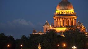 Iluminação da noite da catedral do ` s do St Isaac em St Petersburg Fotografia de Stock Royalty Free