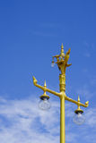 Iluminação de rua asiática do estilo no céu azul Imagens de Stock Royalty Free
