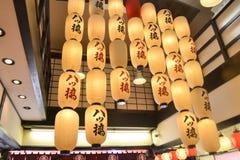 Iluminação de uma loja de pastelaria Foto de Stock Royalty Free