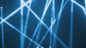 Iluminação do concerto contra um ilustration escuro do fundo Projector no estágio Fase livre com luzes, dispositivos de iluminaçã fotografia de stock royalty free