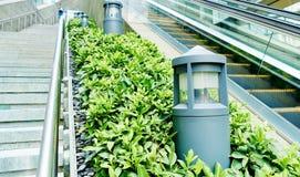 Iluminação exterior clara moderna da paisagem da lâmpada foto de stock royalty free