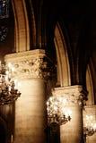 Iluminação interior de Notre Dame em Paris, França Fotografia de Stock Royalty Free