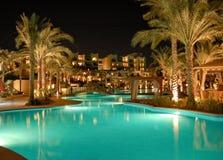 Iluminação luxuoso da noite do hotel fotografia de stock royalty free