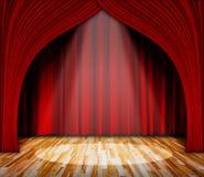 iluminação na fase cortina vermelha e fundo de madeira do interior do assoalho Fotografia de Stock