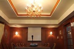 Iluminação na sala de reunião pequena imagem de stock