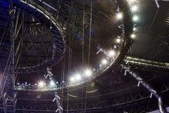 Iluminação no teto do salão teto de um estádio interno foto de stock