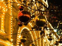Iluminações festivas nas ruas da cidade Natal em Moscou, Rússia Quadrado vermelho fotos de stock