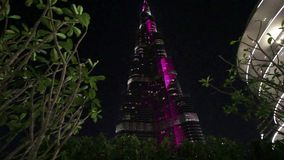 Ilumina??o da noite do arranha-c?us de Burj Khalifa no Dia da Independ?ncia dos UAE vídeos de arquivo
