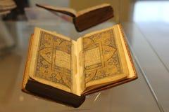 Ilumina??o do koran santamente na exposi??o no museu imagens de stock