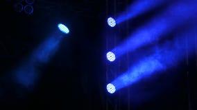 Iluminación azul en etapa almacen de metraje de vídeo