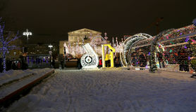 Iluminación cerca del teatro de Bolshoi, Moscú, Rusia de la Navidad (días de fiesta del Año Nuevo) Fotografía de archivo