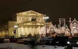 Iluminación cerca del teatro de Bolshoi, Moscú, Rusia de la Navidad (días de fiesta del Año Nuevo) Foto de archivo libre de regalías