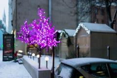 Iluminación coloreada por el Año Nuevo en la ciudad vieja Imagen de archivo libre de regalías