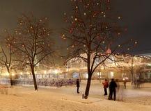 Iluminación de la Navidad (días de fiesta del Año Nuevo) en la noche, Plaza Roja en Moscú, Rusia Imagen de archivo