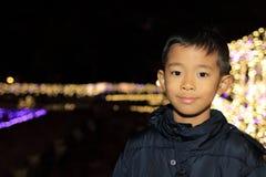 Iluminación de la Navidad y muchacho japonés Fotografía de archivo libre de regalías